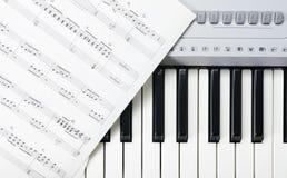 Musik und Schlüssel lizenzfreies stockfoto
