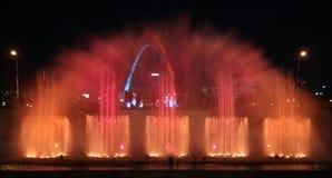 Musik-, Wasser- und Leuchteerscheinen Stockfotografie