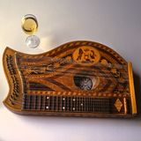 Musik, Zither with wine. Austria, traditional old zither instrument and wine Royalty Free Stock Images