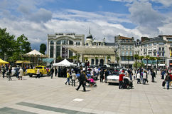 Musikalen vaggar - och - rullar animering i det Pau centret med Cadillac royaltyfri foto