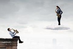 Musikalisk duett text för rest för bild för com-begreppsfigurine höger plattform Fotografering för Bildbyråer
