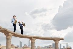 Musikalisk duett text för rest för bild för com-begreppsfigurine höger plattform Royaltyfria Bilder
