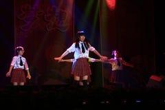 Musikalisk etappshow för högstadium i show för nytt år arkivbilder