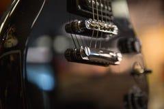 Musikalisk intrument för elektrisk gitarr ingen folkbakgrund Royaltyfri Foto