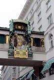 Musikalisk klocka Ankeruhr Specialtillverkad försäkringsamhälle` ankar`en i 1914 Numren på visartavlan byter ut emblemen av famoe Arkivfoto
