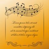 Musikalisk ram med stället för text på guld- bakgrund Royaltyfri Bild