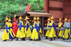 Musikalisk spelare av den Deoksugung slotten Arkivfoto