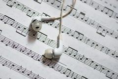 Musikalisk ställning med hörlurar Fotografering för Bildbyråer