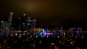 Musikalisk vattenshow för spektra Arkivbild