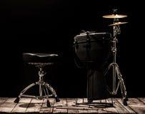 Musikaliska ett slagverksinstrument på svart bakgrund Arkivbilder