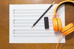 Musikanmärkningar på tabellen Arkivfoto