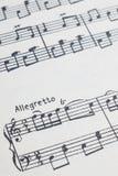 Musikanmerkungen mit Allegretto Lizenzfreies Stockfoto