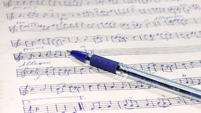 Musikark och penna Royaltyfri Bild