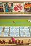 Musikautomat mit Vinyldrehscheibenaufzeichnungen in einer Anzeige auf einem Fliehungskennzeichen Lizenzfreies Stockbild
