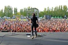 Musikband av konserten för skallar (engelsk rockband från Southampton) på den Dcode festivalen Royaltyfria Bilder