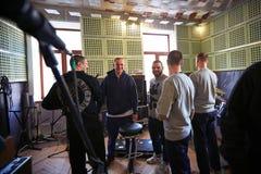 Musikband Brutto, das in einem Tonstudio durchführt Lizenzfreies Stockbild