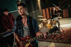 Musikband, die Wiederholung hat lizenzfreie stockfotografie