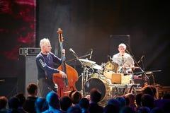 Musikband för röda Snapper som spelar i den Lviv klubban Royaltyfri Fotografi
