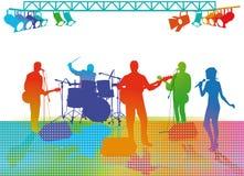Musikband som spelar på etapp Arkivbilder