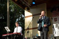 MusikbandOptimystica orkester moscow russia royaltyfri fotografi