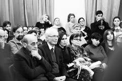 Musiker, die am Aram Khachatryan-Konzertsaal durchführen lizenzfreie stockfotos