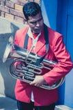 Musiker, die während einer traditionellen indischen Hochzeit in Nepal spielen Lizenzfreies Stockbild