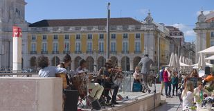 Musiker i Lissabon - Praça gör Comércio Portugal Royaltyfria Bilder
