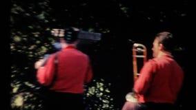 Musiker i mitten av staden lager videofilmer