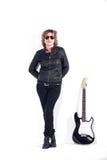 Musiker kleidete im schwarzen Leder auf weißem Hintergrund an stockbilder