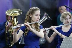 Musiker med flöjten royaltyfria bilder