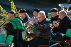 Musiker mit geblasenen Musikinstrumenten Einheits-Tag Pyatigorsk, Russland Stockfotos
