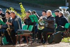 Musiker mit geblasenen Musikinstrumenten im Park Pyatigorsk, Russsia Stockbilder