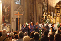 Musiker mycket av energi och glädje Royaltyfri Bild