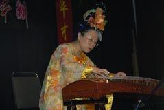 Musiker och dansare på beröm av det kinesiska nya året i Blackburn Lancashire Arkivfoto
