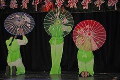 Musiker och dansare på beröm av det kinesiska nya året i Blackburn Lancashire Royaltyfri Bild