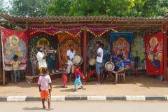 Musiker på den Kataragama templet, Kataragama, Sri Lanka Royaltyfria Bilder