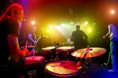Musiker play på etapp Arkivbild