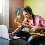 Musiker Saxophone Jazz Artist Passion Concept lizenzfreie stockfotos