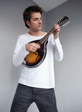 Musiker som spelar den lilla gitarren Royaltyfri Bild