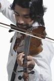 Musiker som spelar en fiol Arkivfoto