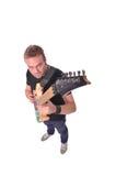 Musiker som spelar en gitarr Arkivfoto