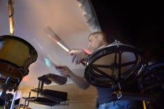 Musiker som spelar slagverk Royaltyfri Bild