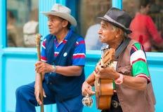 Musiker som spelar traditionell musik i gammal havannacigarr Arkivfoto