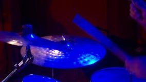 Musiker spelar p? diskot stock video