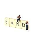 Musiker versehen A mit einem Band Stockbilder