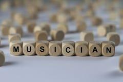 Musiker - Würfel mit Buchstaben, Zeichen mit hölzernen Würfeln Lizenzfreie Stockfotos