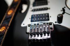 MusikerInstrument-Electric för tappning en modern gitarr royaltyfri illustrationer