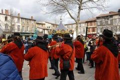 Musikermusikband under karneval av Limoux Arkivfoto