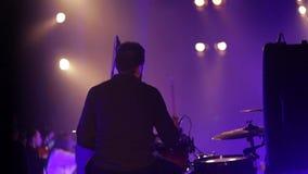 Musikern spelar valsarna arkivfilmer