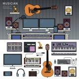Musikerworkspace med musikinstrument, studio för solid inspelning Royaltyfri Foto